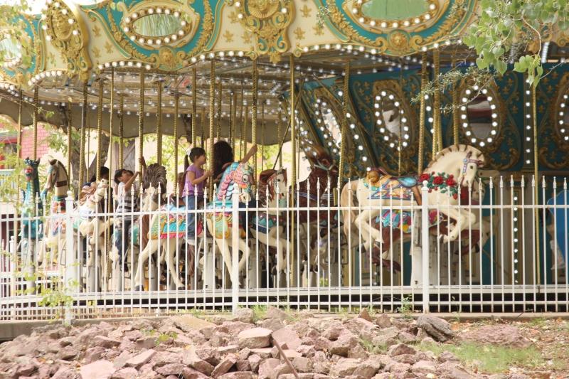 Grand_carousel-800-800