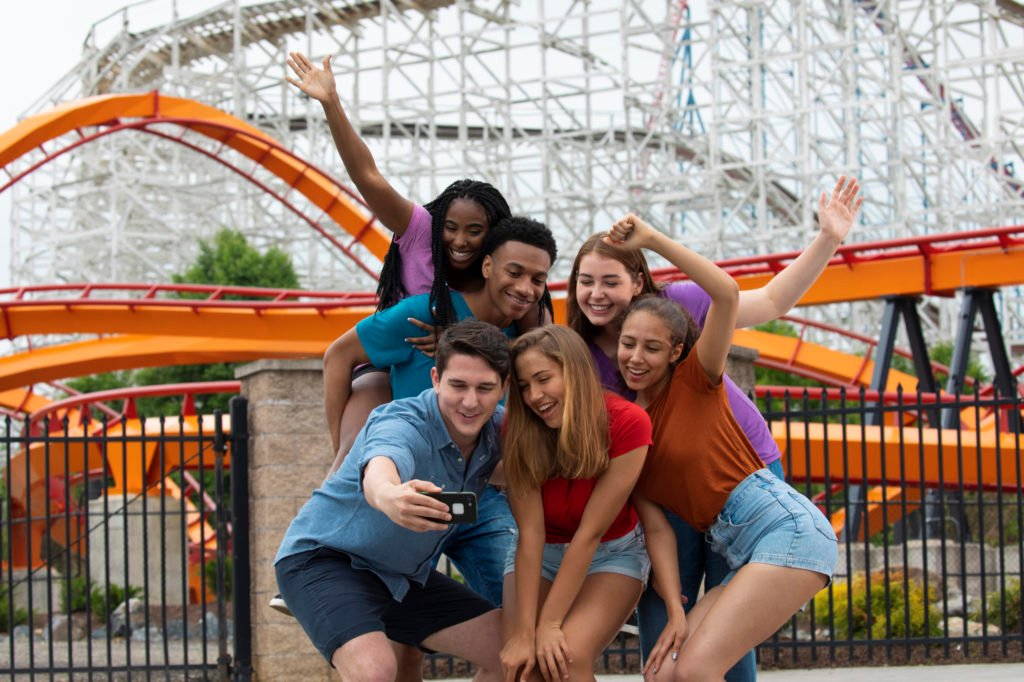 Teens-at-sixflags