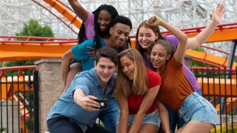Groups-teens-selfie_1400x600