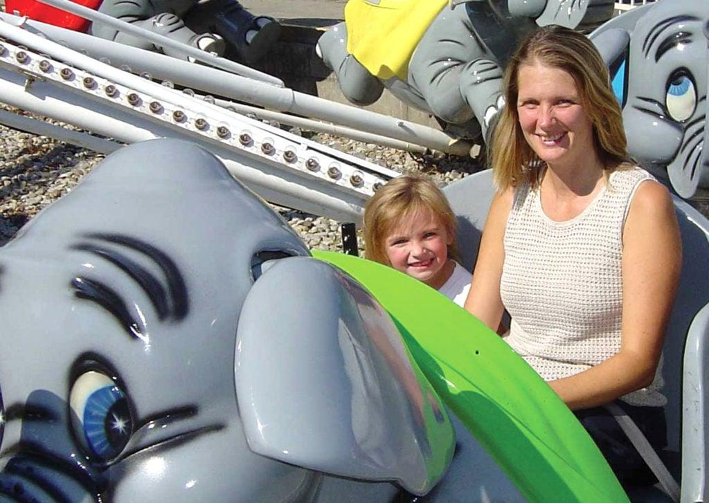 People riding Air Jumbo at Six Flags