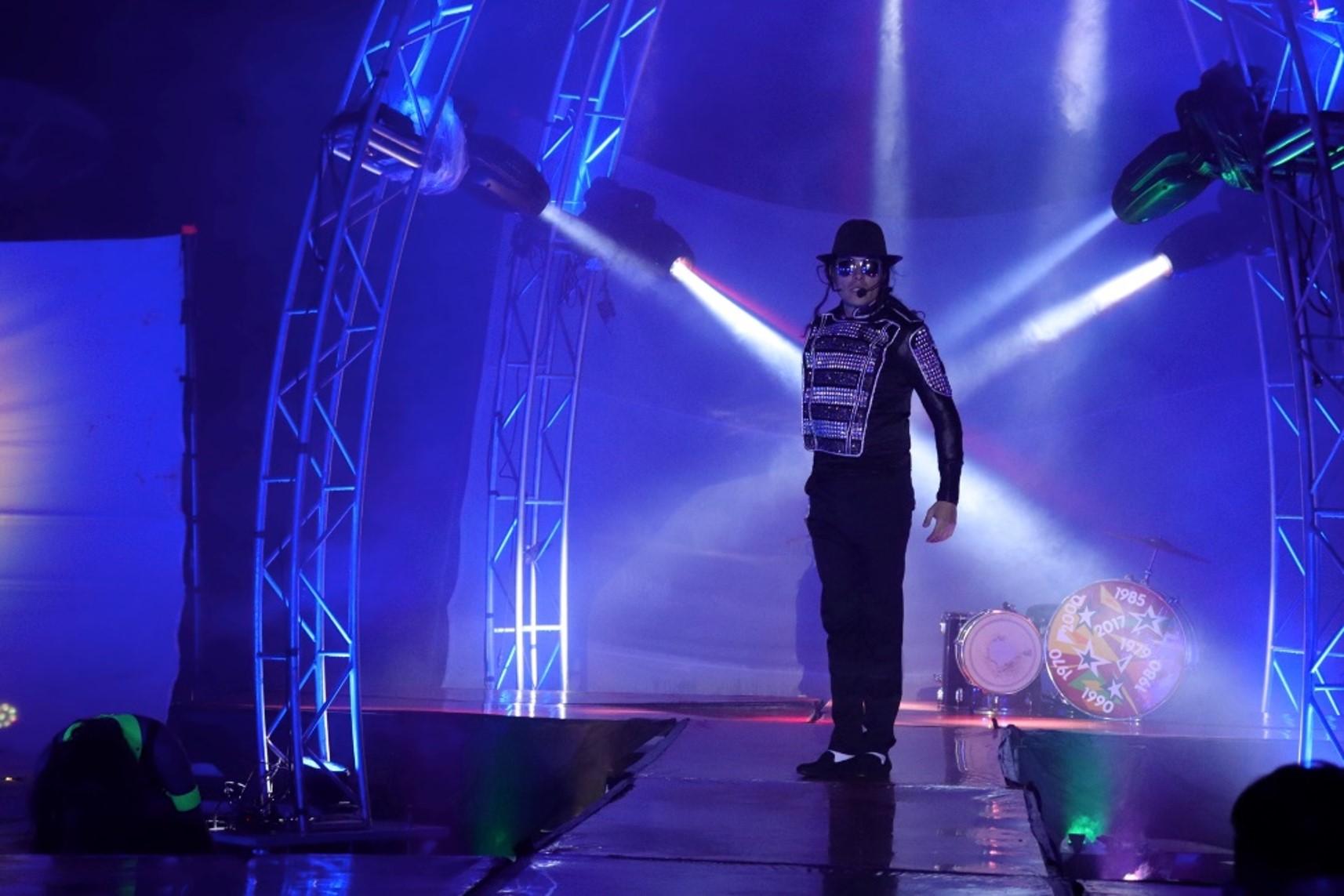 Skeleton man performing at El Terror.