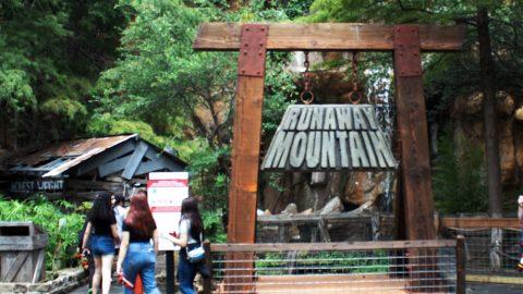 Runaway-MounRunaway Mountain at Six Flags Over TexastainRunaway Mountain at Six Flags Over Texas-at-Six-Flags-Over-Texas