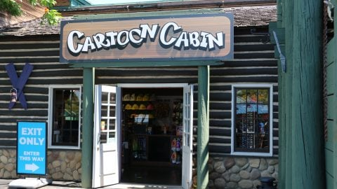 cartoon cabin retail store front at six flags