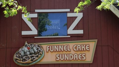 outside of Funnel cake foundry with sign for funnel cake sundaes at Six Flags