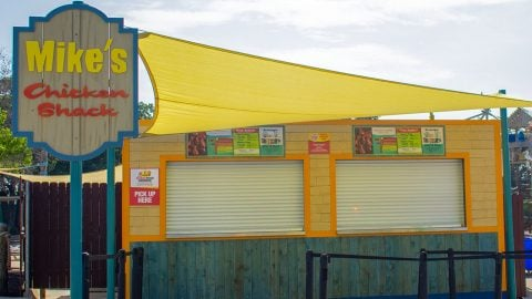 Mike's Chicken Shack at Hurricane Harbor Arlington