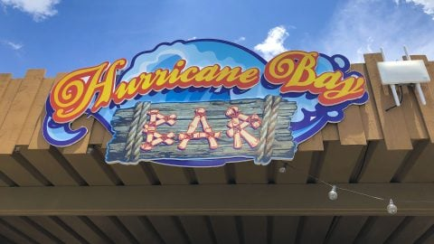 Hurricane Bay Bar at Hurricane Harbor Arlington