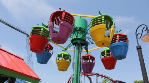 Up, Up, and Away going high in the sky at Six flags