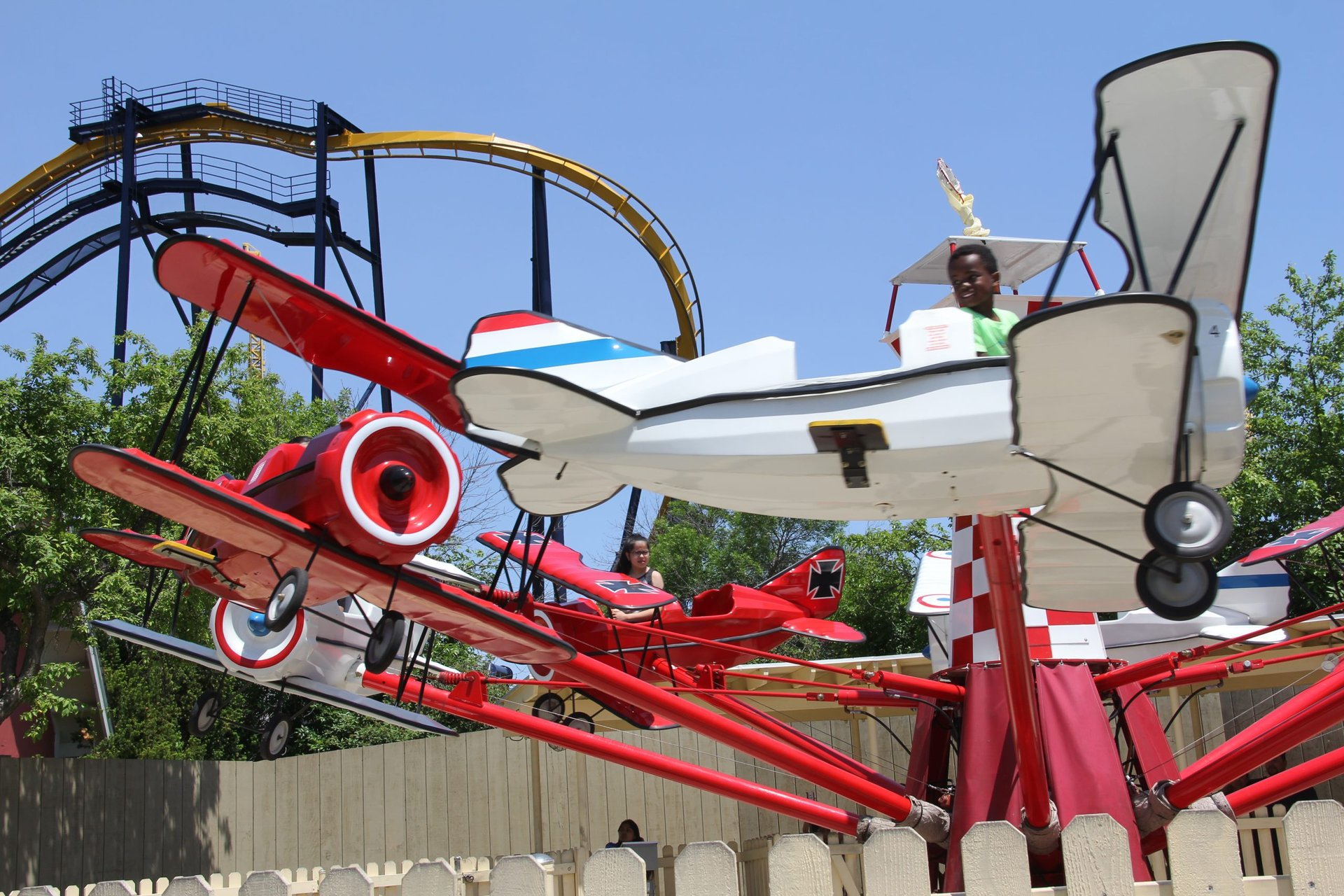 Red baron planes with kids riding on them at Six Flags