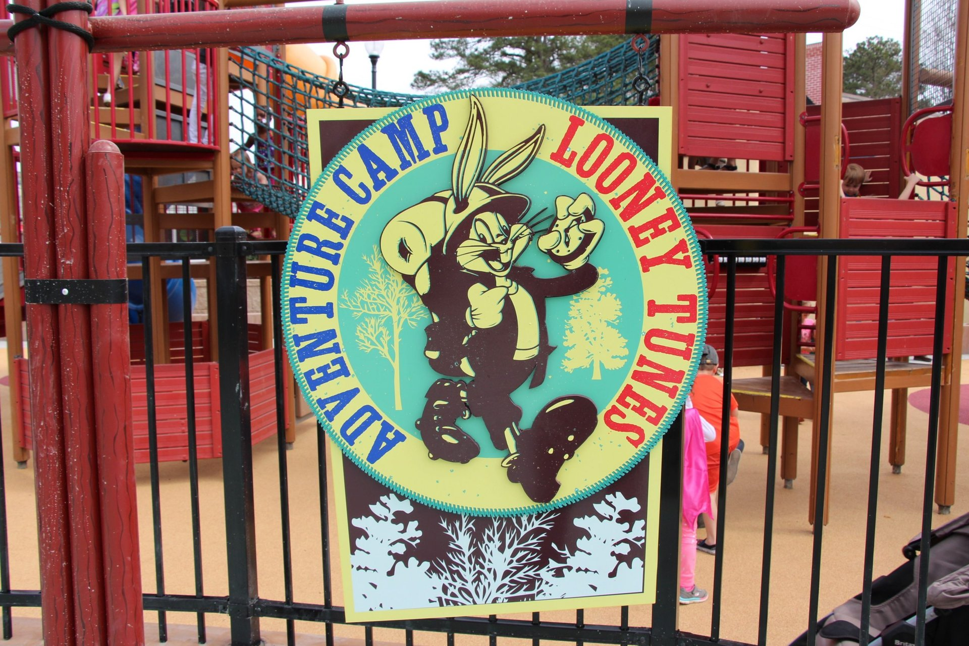 looney-tunes-adventure-camp-logo