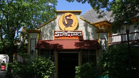 outside of strutters at six flags