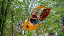 guests riding Screaming Eagle at six Flags