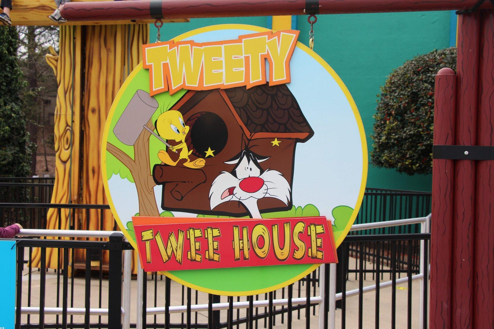 tweety-tweehouse-sign